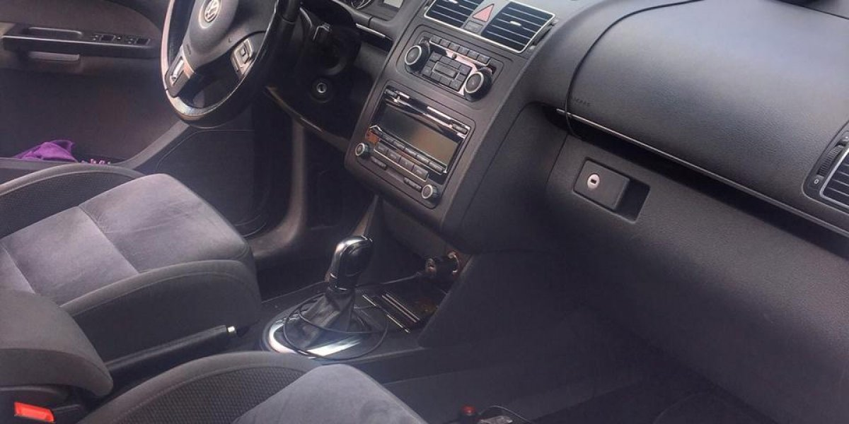 Volkswagen Touran - аренда Комфорт авто