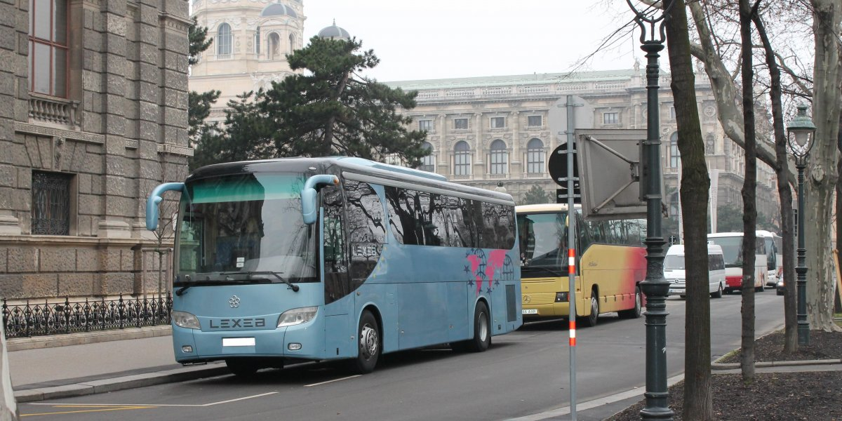 LEXEA - аренда Автобус 25-50 мест авто