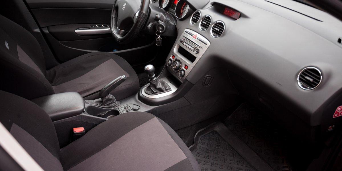 Peugeot 408  - аренда Комфорт авто